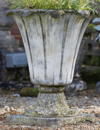 https://www.chilstone.com/garden-ornaments-urns/banbury-vase
