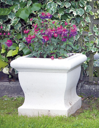 https://www.chilstone.com/garden-ornaments-planters/hadlow-trough-small