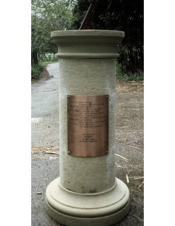 Medium French Pedestal round