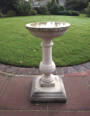 https://www.chilstone.com/garden-ornaments-birdbaths-and-birdtables/penshurst-father-time-birdbath
