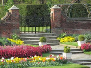 Royal stone planters