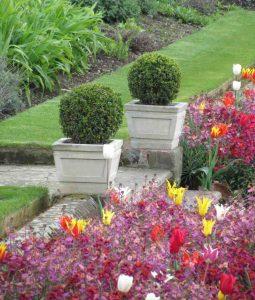 Kensington stone planters