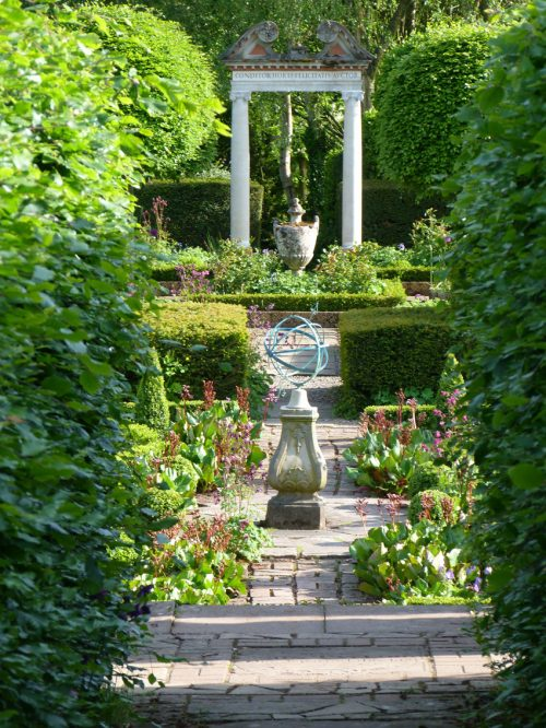 How to Create the Perfect Courtyard Garden with Cast Stone