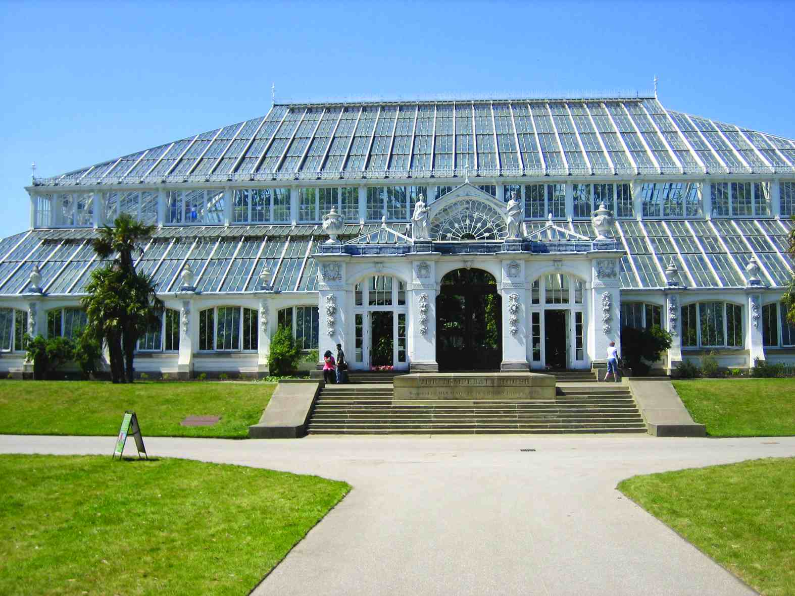 Replacement Urns and Finials for The Temperate House at Kew Gardens